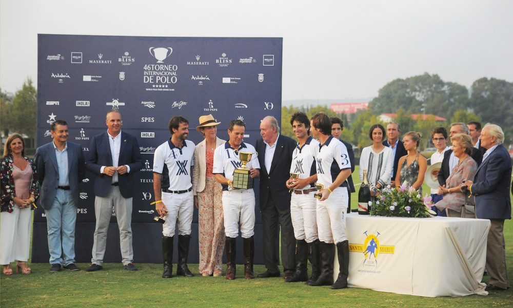 SM Rey Juan Carlos entrega trofeo Ayala Polo Team ganador Copa de Oro Santa María Polo Club alto HCP