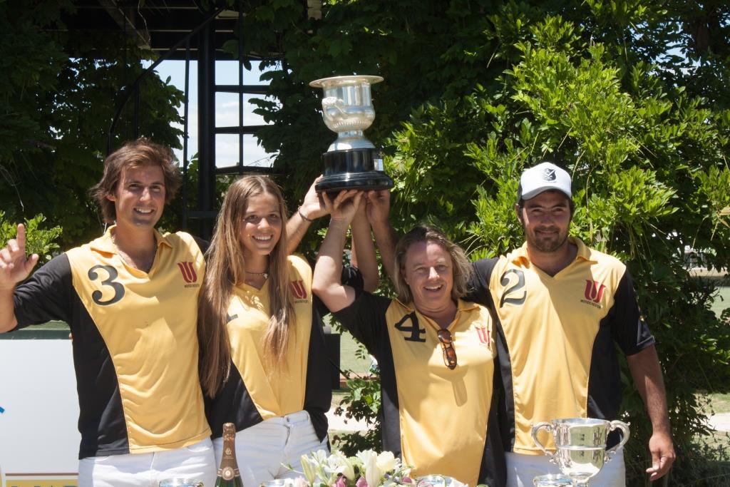 2018-06-10 Woodchester recoge el trofeo Memorial Dª María de las Mercedes 1