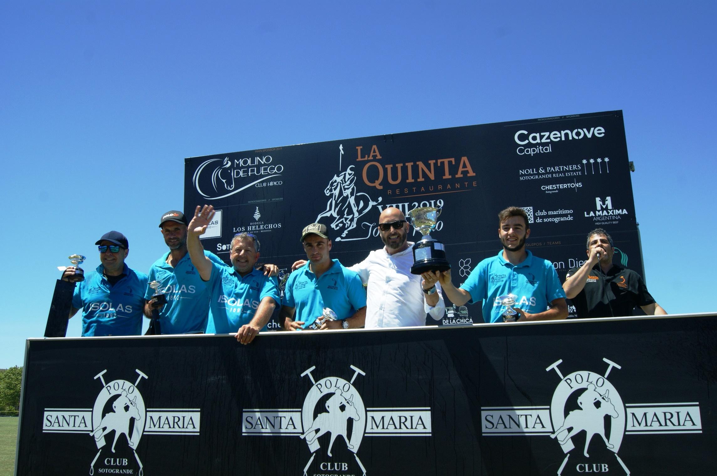 Equipo Isolas 1892 recoge trofeo vencedor torneo la quinta polo sotogrande